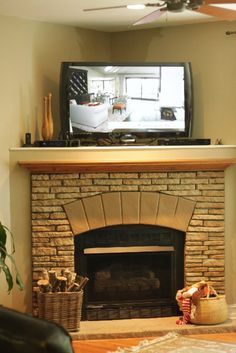 Traditional Corner Fireplace Design With Open Shelf And Lcd Tv