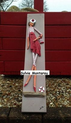 The seaside sealady Red wood stripe acrylic paint Table wood'art Love Driftwood driftwood Pebble Art Family, Decorated Flower Pots, Seaside Decor, Cardboard Art, Driftwood Crafts, Stone Crafts, Pallet Art, Mural Painting, Wooden Decor