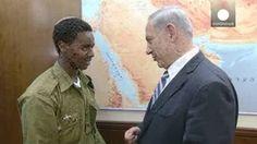 Netanyahu recibe al soldado etíope golpeado por dos policías para calmar la situación en Israel