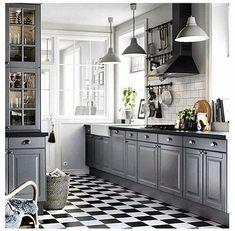 New kitchen ikea bodbyn grey gray cabinets 62 Ideas Backsplash Kitchen White Cabinets, Grey Cabinets, Kitchen Flooring, Kitchen With Black Countertops, Kitchen Black Counter, Kitchen Ikea, New Kitchen, Kitchen Wood, Kitchen Walls