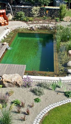 15 inspirations pour adopter la piscine naturelle! Swimming Pool Pond, Natural Swimming Ponds, Natural Pond, Swimming Pool Designs, Piscina Diy, Diy Pool, Small Pools, In Ground Pools, Garden Planning