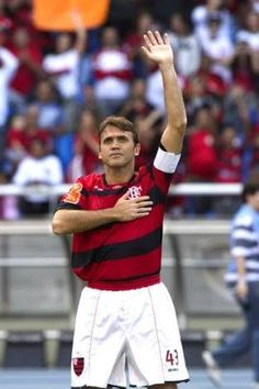 Flamengo Retrô @flamengoretro  10 de set Hoje é aniversário de um dos grandes ídolos desta Nação. Feliz aniversário, Dejan Petkovic! Nós te amamos