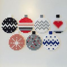 Christmas baubles hama beads by Louise Bradsted Mehr Perler Bead Designs, Pearler Bead Patterns, Perler Bead Art, Perler Patterns, Loom Patterns, Christmas Perler Beads, Beaded Christmas Ornaments, Christmas Cross, Pixel Art Noel