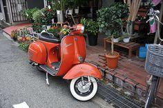 "A scooter of "" Roman Holiday "" Vespa Bike, Scooter 50cc, Lambretta Scooter, Vespa Scooters, Vintage Moped, Custom Vespa, Alfa Romeo Cars, Motor Scooters, City Car"