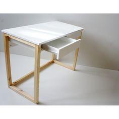 Biurko DES5/2SZ z dwoma szufladami na całej szerokości blatu na stelażu z drewna litego, wykończonym lakierem bezbarwnym. Small Appartment, Desk Inspiration, Vanity Room, Bedroom Desk, Study Rooms, Office Table, Diy Desk, Wood Table, Furniture Design
