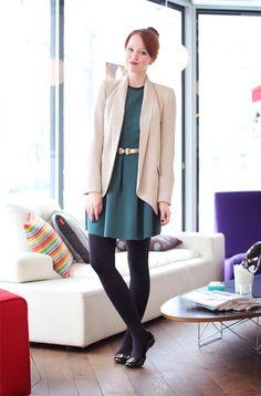 Kleid von T by Alexander Wang  Gürtel von ASOS  Blazer von Gina Tricot  Schuhe von Tory Burch