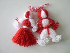 Martenitsa Baba Marta, Yarn Dolls, Fall Plants, Travel Memories, Unique Dresses, Fringes, Yarn Crafts, Master Class, Paper Cutting