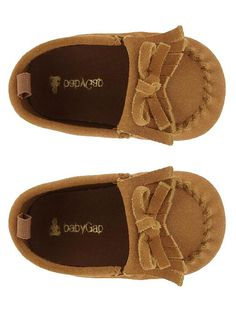 Baby moccs ~@Sarah Chintomby Pankus Liam needs these to be just like Daddy!!!