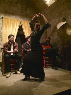 Fantastic flamenco at Art y Sabores de Córdoba, very special inside the more than thousand years old Arab bath in the jewish quarter.  http://www.magnethi.com