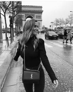 Pin: 𝓘𝓼𝓪 𝓕𝓻𝓮𝓭𝓻𝓲𝓴𝔃𝓮 ( / was ♧ Paris Fashion, Autumn Fashion, Travel Fashion, Paris Winter, Shotting Photo, Style Personnel, Disney Land, Oui Oui, Paris Photos