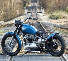 Triumph Bobber #motorcycles #motos #bobber | caferacerpasion.com