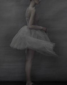 Des silhouettes haute couture, épurées et ultraféminines, dévoilées par l'objectif de la photographe star