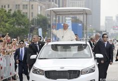 """Francisco llama hipócritas a los religiosos que """"viven como ricos"""""""