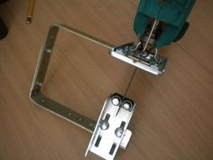 Самодельное приспосбление для ручного электролобзика , поддержка конца пилки (1).jpg