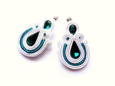 Soutache earrings in white and emerald. For by SoutacheByMolicka