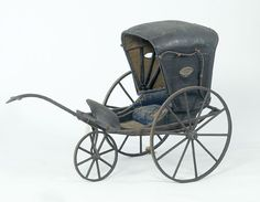 This baby stroller dates from about Silver Cross Prams, Best Baby Strollers, Vintage Pram, Prams And Pushchairs, Baby Carriage, Horse Carriage, Baby Buggy, Dolls Prams, Baby Prams