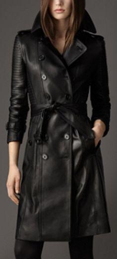 Look biker para este trench coat largo de Burberry. Colección London, otoño-invierno 2013.
