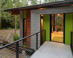 Серая и оранжевая краска на доме в Сиэтле
