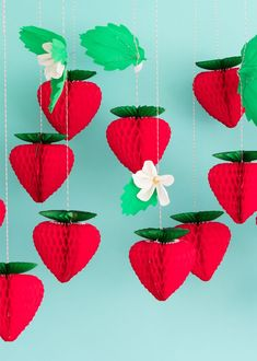 These kind of DIY are really simple to make look at to get more detailed Strawberry Baby, Strawberry Shortcake Party, First Birthday Parties, Birthday Party Themes, First Birthdays, Themed Parties, Strawberry Decorations, Fruit Party, Festa Party