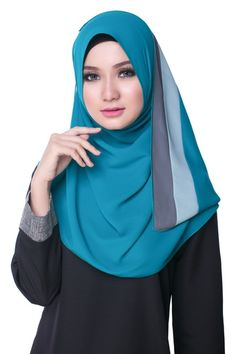 Bikaya Pastel Shawls and Scarves Beautiful Hijab, Beautiful Women, Seductive Pose, Girl Hijab, Islamic Fashion, Abaya Fashion, Niqab, Neck Scarves, Muslim Women