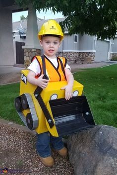 Crystal: This is my year old son who loves construction trucks. He knew exactly what he wanted to be for Halloween! a Bulldozer! We used a diaper box to construct. Halloween Costume 2 Year Old, Toddler Boy Halloween Costumes, Kids Costumes Boys, Fairy Halloween Costumes, Homemade Halloween Costumes, Family Halloween, Baby Kostüm, Diy Bebe, Halloween Party Supplies
