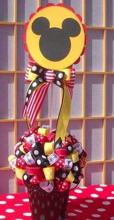 Just the bucket and ribbon circle thing. Mickey E Minie, Fiesta Mickey Mouse, Mickey Mouse Bday, Mickey Mouse Clubhouse Birthday Party, Mickey Mouse Parties, Mickey Party, Mickey Mouse Birthday, 1st Birthday Parties, Mickey Centerpiece