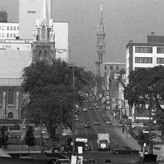 La rue St-Denis au coin de l'Avenue Viger en 1969. Aujourd'hui le CHUM remplace l'église Saint-Sauveur même si le clocher a été replacé. L'immeuble au 1001 St-Denis est déjà présent. . Archives de Montréal VM94-A0649-004 . . #514 #mtl #yul #montreal #montréal #montréaljetaime #streetsof514 #montreallife #illuminationMTL #jaimemtl #cinqcentquatorze #mtlmoments #archives #history #archivesmtl #vintage #centreville #CHUM