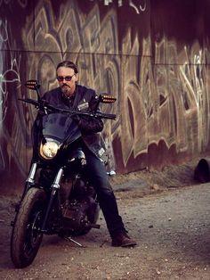 Tommy Flanagan, sons of anarchy chibs, soa chibs Serie Sons Of Anarchy, Sons Of Anarchy Samcro, Chibs Soa, Los Primates, Sons Of Anarchy Motorcycles, Tommy Flanagan, Harley Bikes, Street Bob, Jax Teller