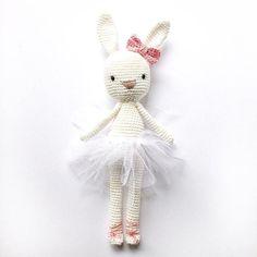 Next Ballerina. In echt sieht sie 1000x schöner aus. Aber weiß auf weiß mit weiß und das auch noch bei schlechtem Licht kann halt nicht mehr. Zeigen musste ich sie euch dennoch sofort. Oh da wird ein kleines Mädchen zu Ostern eine Freude haben, oder? Was meint ihr?