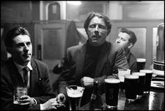 by Erich Hartmann Ballad singers in a pub, Dublin, 1964 Erich Hartmann, Dublin Pubs, Old Irish, Irish People, People Figures, Photographer Portfolio, Vintage Bar, Magnum Photos, Photo Essay