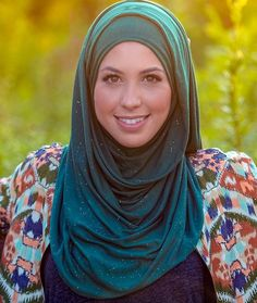 thumbnail Modest Fashion, Hijab Fashion, Islamic Fashion, Hijab Styles, Just Smile, Hijab Outfit, Cool Outfits, Clothing, Beauty