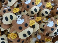 Asun, Arts and Crafts Gingerbread Cookies, Arts And Crafts, Teddy Bear, Toys, Cow, Key Chains, Ribbons, Manualidades, Craft Items