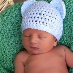 Crochet pattern for this newborn baby bear hat. Simple crochet pattern perfect for an advanced beginner.....awe it could even look like mickey or minnie with the right colors