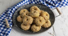 Greek olive oil and sesame cookies by the Greek chef Akis Petretzikis. A quick and easy recipe for the yummiest traditional olive oil cookies! Recipe For Sesame Cookies, My Favorite Food, Favorite Recipes, Greek Pastries, Orange Cookies, Greek Olives, Yummy Cookies, Greek Recipes, Quick Easy Meals