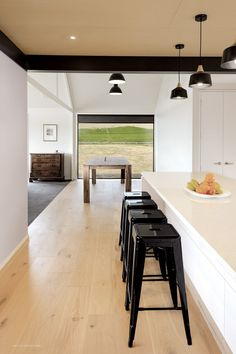 Waipara House by Linetype Architectural Exposed Trusses, Roof Trusses, Roof Truss Design, Modern Farmhouse Exterior, Industrial Farmhouse, Roof Styles, Shed Homes, Internal Doors, Dining Area