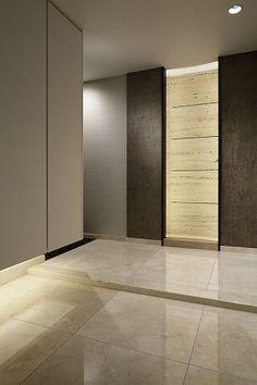 """ルクラス碑文谷""""DINNER""""の販売情報です。R100 TOKYOは、都心の緑豊かな低層の高級住宅街に佇む、100平米超の確かな資産価値を備えたマンションを厳選。理想の住まいをオーダーできるサービス。限定物件情報をメールでお送りしております。 Natural Interior, Entrance Hall, Plant Decor, Indoor Plants, Living Spaces, Doors, Corridor, Mirror, Storage"""