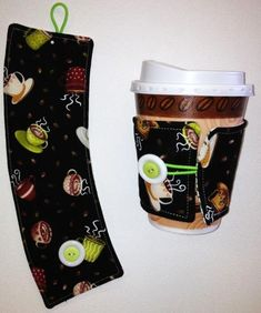 Sewing Patterns Free Tired of wasting those disposable coffee cup sleeves? Bring your own and go green with this FREE Coffee Cup Cozy Pattern! Chevron Quilt Pattern, Quilt Patterns, Sewing Patterns Free, Free Sewing, Craft Patterns, Free Pattern, Sewing Hacks, Sewing Tutorials, Sewing Tips