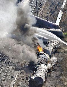 Trem com produtos químicos descarrila e deixa mortos na Bélgica | Acidente aconteceu perto da cidade de Ghent. Segundo o governo local, duas pessoas morreram e 14 ficaram feridas. http://mmanchete.blogspot.com.br/2013/05/trem-com-produtos-quimicos-descarrila-e.html#.UYVFB7VQGSo