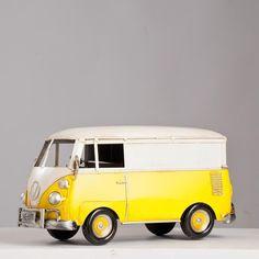 Miniatura Decorativa Perua Kombi - Saia e Blusa - Amarela - Machine Cult - Kustom Shop   A loja das camisetas de carro e moto