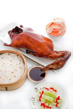 Peking Duck - Looks amazeballs Goose Recipes, Duck Recipes, Asian Recipes, Chinese Chicken Wings, Almond Chicken, Peking Duck, Chocolate Graham Crackers, Roast Duck, Asian Cooking
