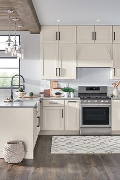 Create a kitchen you'll love to years to come. Whether your style is modern, traditional or something in-between, MasterBrand Cabinets can help make your dream kitchen a reality. Home Decor Kitchen, Kitchen Interior, Home Interior Design, Home Kitchens, Kitchen Design, Kitchen Cabinets In Bathroom, Cuisines Design, Beautiful Kitchens, Home Decor Inspiration