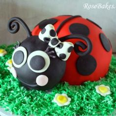 Ladybug Party: Cake, Cookies, Cake Pops, and Smash Cake Ladybug Cakes, Baby Ladybug, Ladybug Party, Ladybug Food, Fancy Cakes, Cute Cakes, Cake Smash, Cake Pops, Cake Cookies