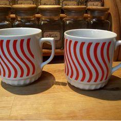 Retro hrneček - opilé čáry Mugs, Retro, Tableware, Dinner, Dinnerware, Cups, Mug, Dishes, Place Settings