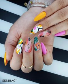 Black nail designs can be classy and elegant or daring and edgy. Black and white nail designs are a great way to express oneself. Black nails are appropriate for a variety of occasions from a day… Nail Art Designs, Beach Nail Designs, White Nail Designs, Summer Nail Designs, Turquoise Nail Designs, Almond Nails Designs Summer, Bright Nail Designs, Design Ongles Courts, Tropical Nail Designs
