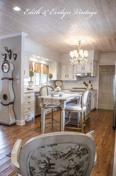 Transforming a 1970's kitchen into a French Country beauty | Edith & Evelyn Vintage | www.edithandevelynvintage.com