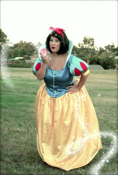 Snow White - It makes me SO happy to see Plus Size girls doing cosplay! ^_^ I Have to Echo This Thought! Plus Size Cosplay, Plus Size Costume, Snow White Cosplay, Disney Princess Outfits, Cosplay Costumes, Cosplay Ideas, Costume Ideas, Plus Size Halloween, Disney Cosplay
