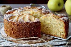 TORTA DI MELE SENZA BILANCIA La Torta di Mele Senza Bilancia è un dolce Facilissimo e Delizioso! Per realizzarlaserviranno solamente una ciotola capiente