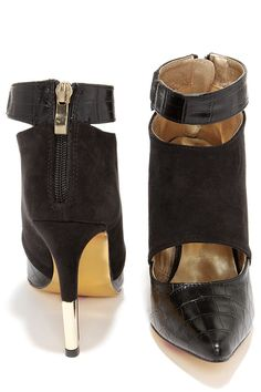 Luichiny Daw Son Black Croc Pointed Toe Booties at Lulus.com!