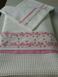 seminol bebek pikesi Sewing Hacks, Sewing Crafts, Baby Staff, Baby Sheets, Doll Beds, Decorative Towels, Bed Runner, Bargello, Hot Pads