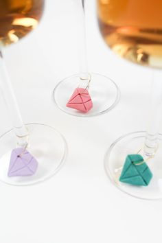 These DIY diamond wine charms are easy to make, super cute, and can be made in an afternoon. Check out the simple tutorial! Bridal Shower Wine, Bridal Showers, Make Your Own Wine, Always A Bridesmaid, Wine Glass Charms, Diy Schmuck, Diy Party Decorations, Craft Tutorials, Diy Crafts For Kids